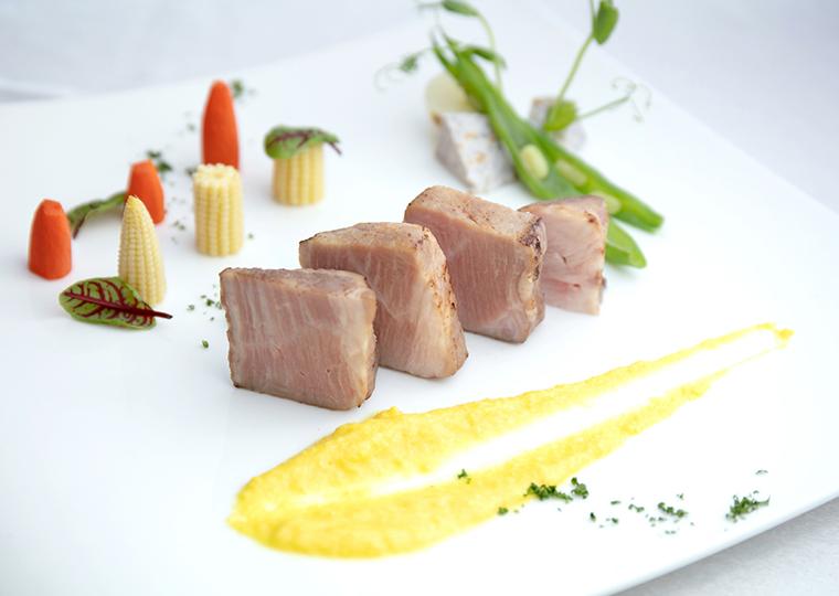 県産豚肉肩ロースの炭火焼 ビーツとウコンで情熱と太陽のソース